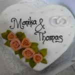 Hochzeitstorte Herz mit Rosen