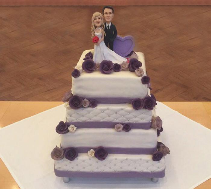 Hochzeitstorte 4 stöckig mit Brautpaar